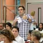 Público faz pergunta aos palestrantes